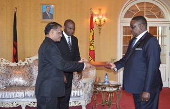 Mr. Suresh Kumar Menon, High Commissioner of India presented his credentials to H.E. President Prof. Arthur Peter Mutharika of the Republic of Malawi on Tuesday, 6 September, 2016 at Kamuzu Palace