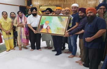 High Commission of India together with Sikh Association Malawi celebrated 550 Birth Anniverssary of Guru Nanak Devji at Gurudwara, Blantyre. Cd'A Anil Suri presented framed photo of Babaji for placing in Gurudwara with best wishes from HCI.